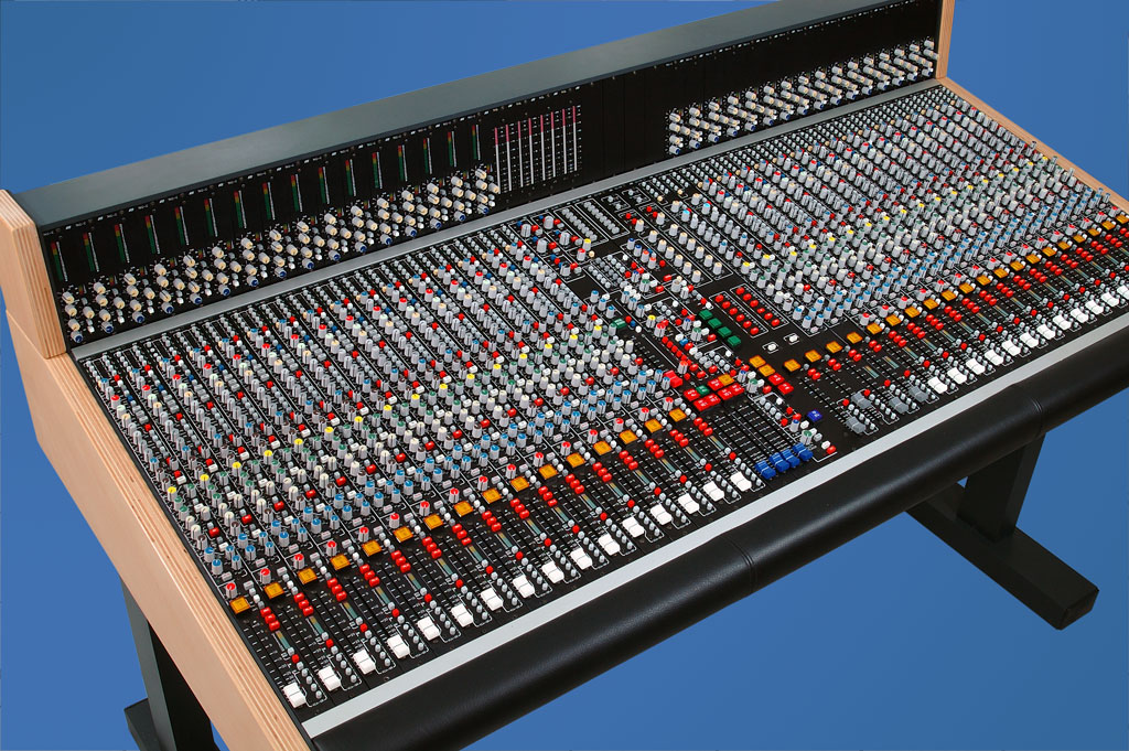 SRC51 - Analog Work Station with 36 Channels and 5.1 Surround Sound